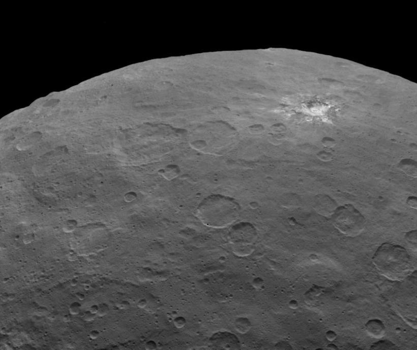تصویر جدید سرس که از ارتفاع 4400 کیلومتری با رزولوشن 400 متر در 400 متر برای هر پیکسل به ثبت رسیده است.