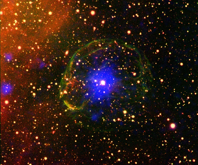 تپ اخترها یکی دیگر از نقاط کیهان هستند که پلاسمای ماده و پادماده در آنها یافت میشود (این تپ اختر در حباب یک ابرنواختر قرار دارد)