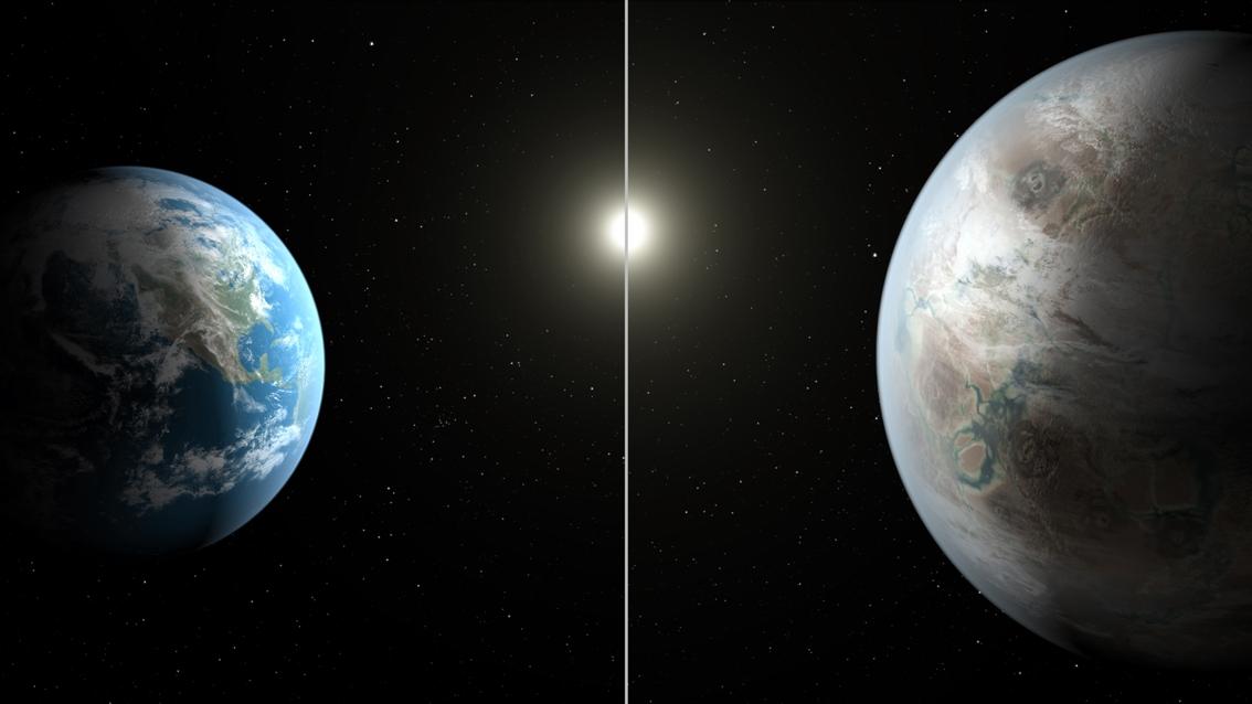تصویری هنری از زمین (سمت چپ) در مقایسه با سیاره جدید کپلر-452b که حدود 60 درصد بزرگتر از زمین است.