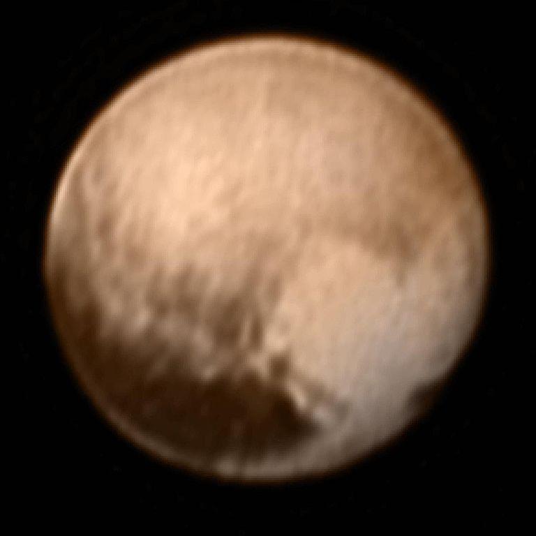 سیاره ی کوتوله ی پلوتو در رنگ واقعی