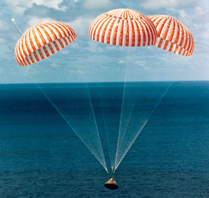 لحظه ی فرود و بازگشت فضانوردان به زمین از ماموریت آپولو 14 ماه