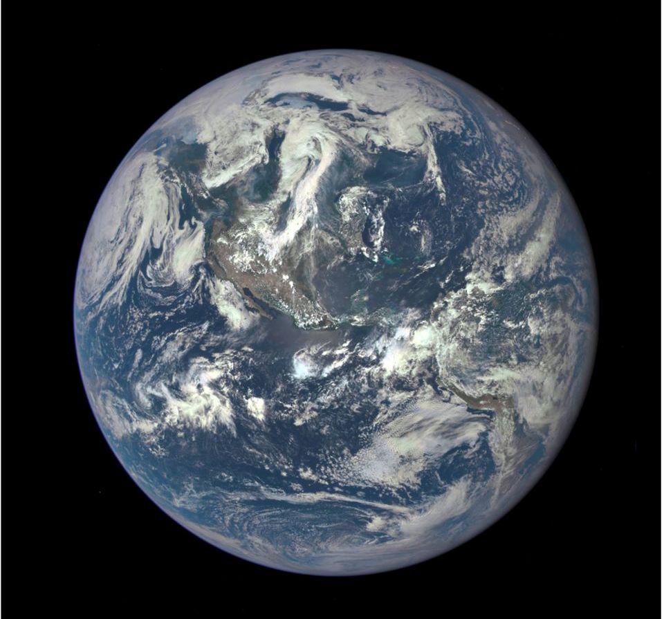 عکس جدید زمین با جزئیات زیاد که توسط ماهواره DSCOVER به ثبت رسیده است.