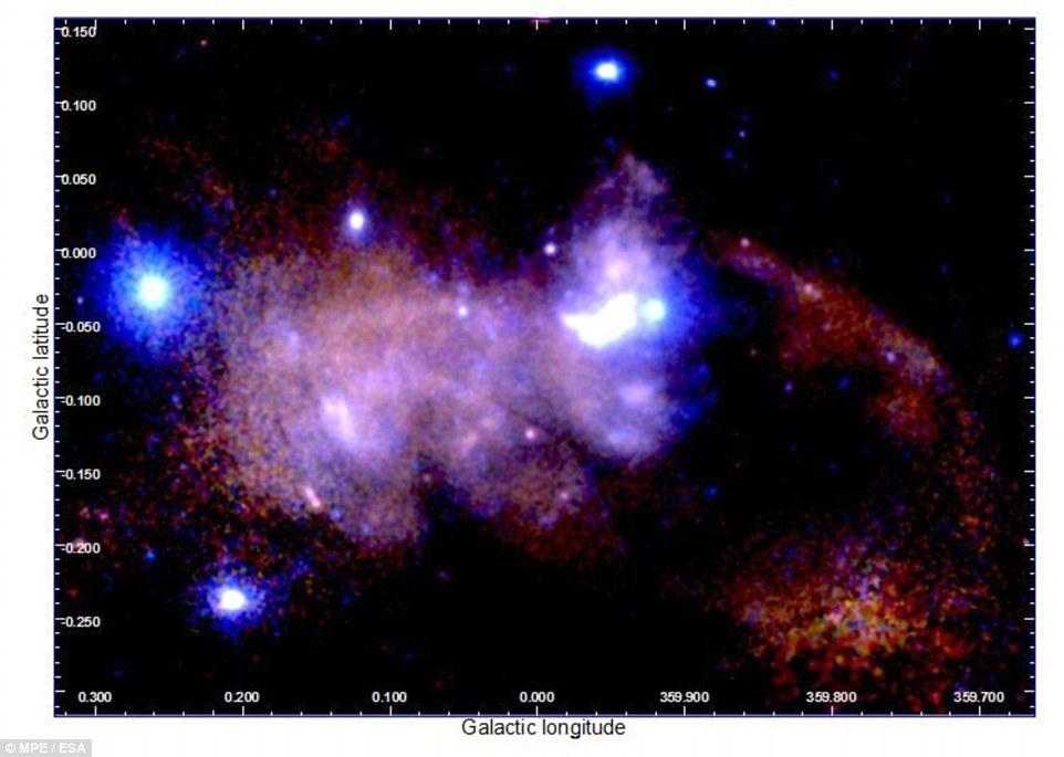 این تصویر به گستردگی 100 سال نوری، مرکز کهکشان راه شیری و فعالیت های تابش پرتو ایکس را نشان می دهد.