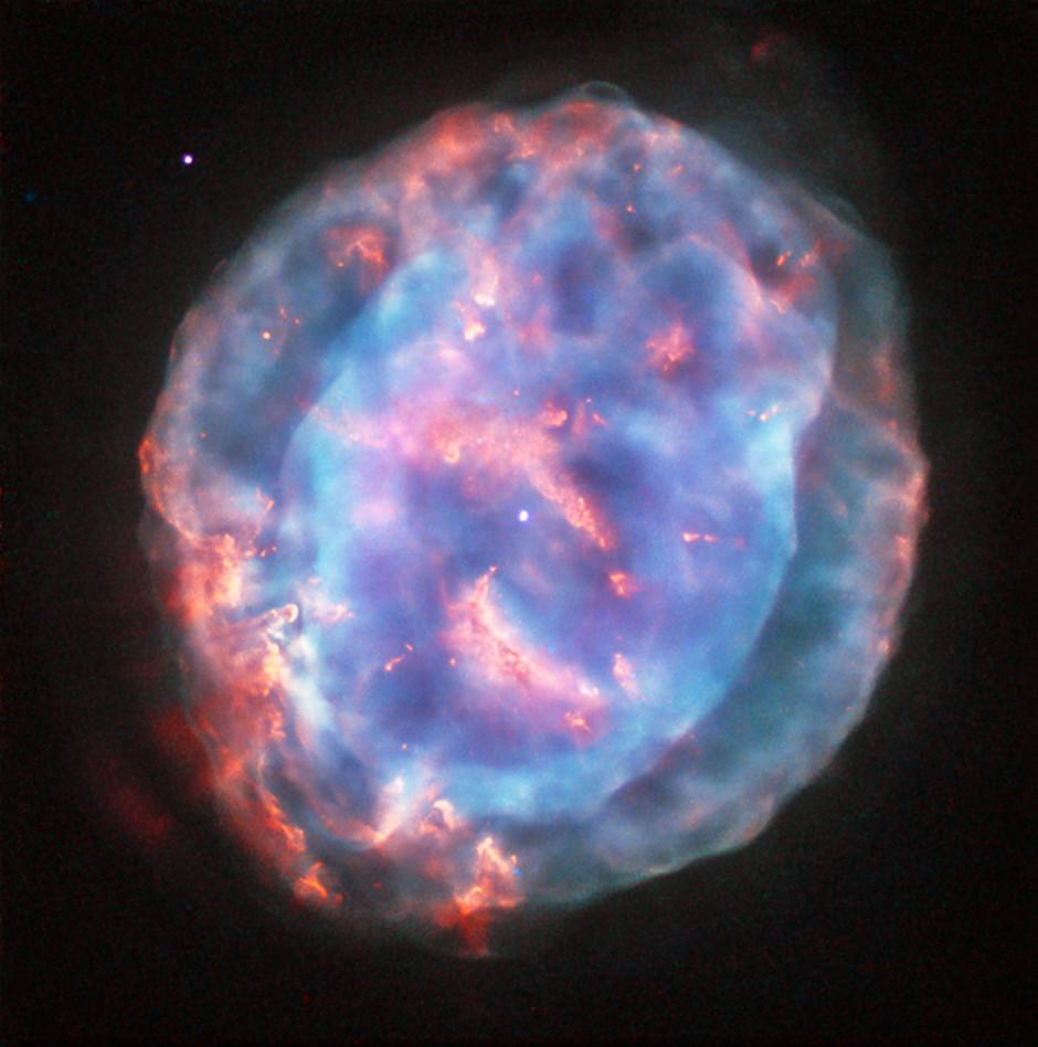 نمایی از سحابی سیاره نمای NGC 6818 که تلسکوپ هابل به ثبت رسانده است.