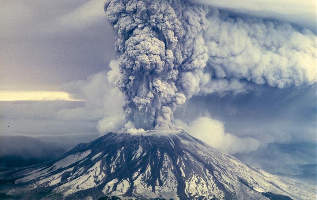 عکسی از فوران آتشفشان سنت هلن در سال 1980