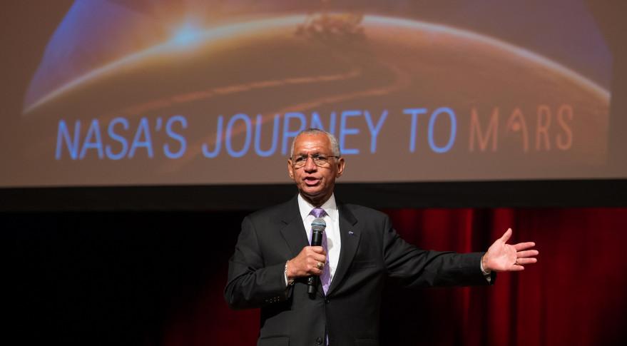 تصویری از چارلز بولدون رئیس ناسا