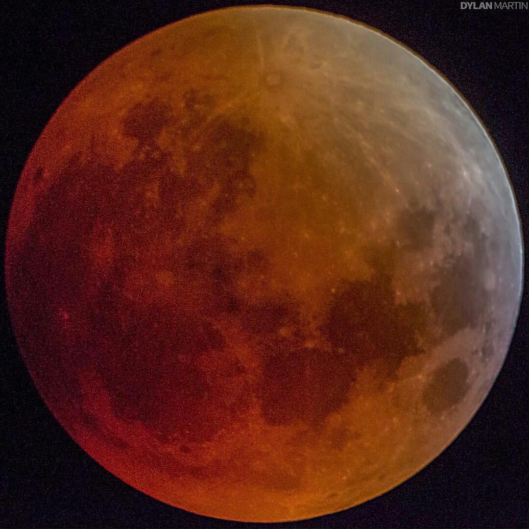 عکسی زیبا از ابر ماه گرفتگی بامداد امروز- عکس از: دایلین مارتین ، آریزونا- آمریکا