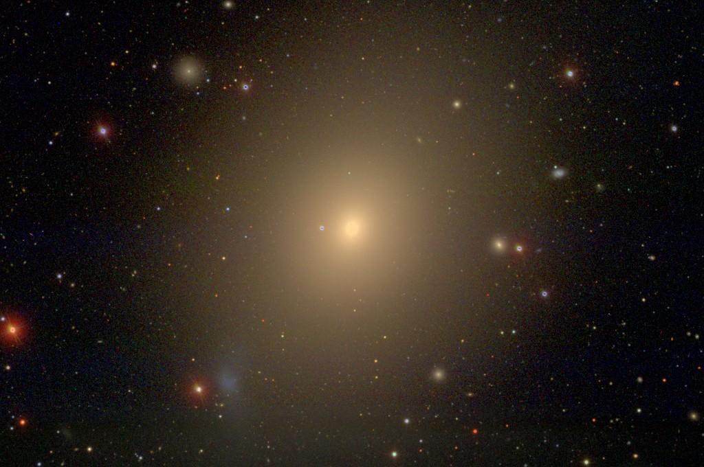 تصویری از کهکشان بیضوی M49