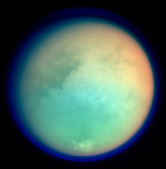 تصویری از تیتان قمر زحل که کاوشگر کاسینی ثبت کرده است.