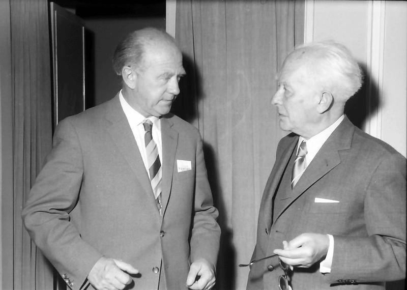 تصویری از ماکس پلانک(راست)، ورنر هایزنیرگ(چپ)