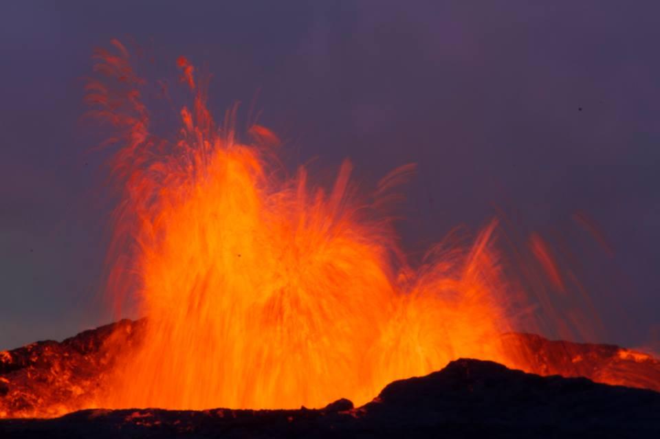 فوران آتشفشان در ایسلند، مشابه آنچه که احتمالاً در ماه رخ داده است.