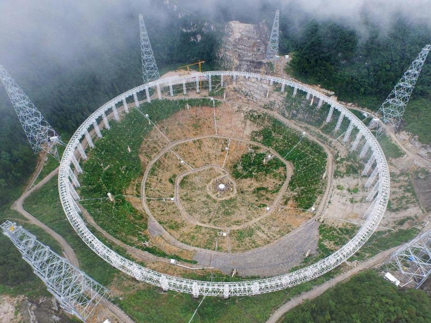 تصویری از تلسکوپ رادیویی بزرگ چین که در حال ساخت است.