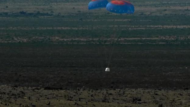کپسول حمل فضانوردان، که در این آزمایش بدون سرنشین بود با استفاده از چتر، فرود موفقیتآمیزی داشت.