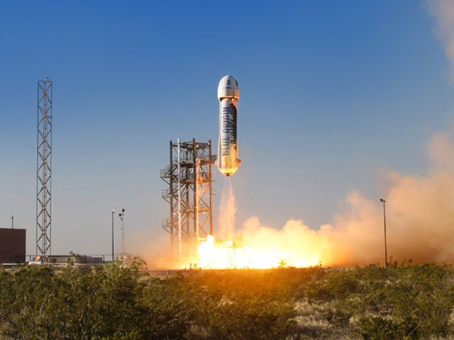 عکس نیو شپرد هنگام پرتاب از زمین