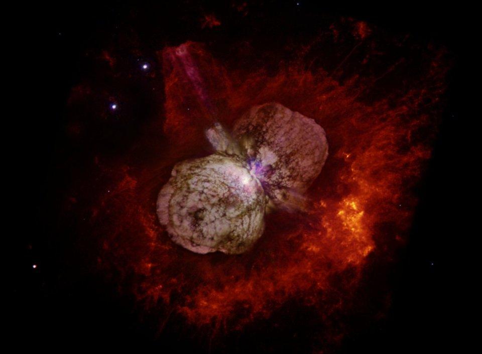 تصویری که تلسکوپ فضایی هابل از اتا کارینا به ثبت رسانده است.