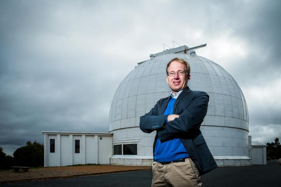 تصویری از پروفسور مارتین آسپلوند در رصدخانه کوه استروملو، کانبرا - استرالیا