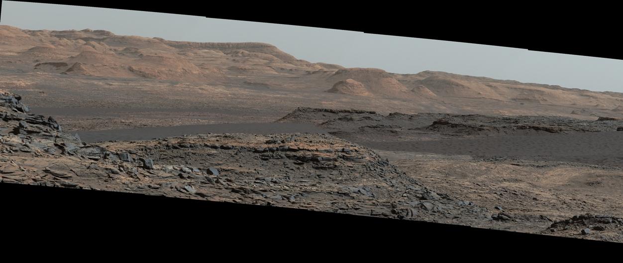 تصویری از تپه های شن و ماسه تاریک که مریخ نورد کنجکاوی در 25 سپتامبر 2015 گرفته است.