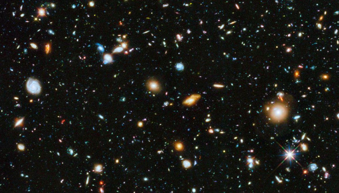نمایی از کهکشان های دوردست که تلسکوپ هابل ثبت کرده است.