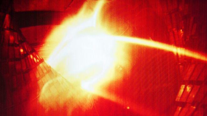محققان ماکس پلانک موفق به کنترل پلاسما شدند اما هنوز با عملیاتی کردن گداخت هستهای به شکل صنعتی فاصله دارند