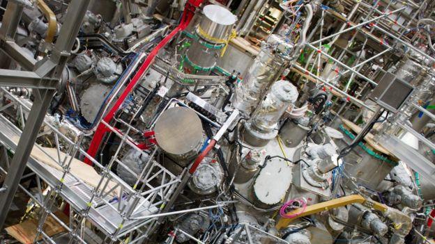 استلراتور ماکس پلانک به خاطر طراحی مهندسی پیچیده آهنرباهایش ستایش شده است