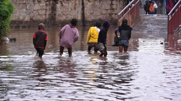 بارش غیرعادی باران و جاری شدن سیل در نقاط دیگر