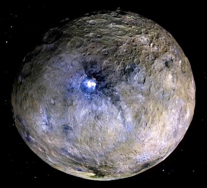 این تصویر رنگ کاذب سیاره کوتوله سرس را نشان می دهد.