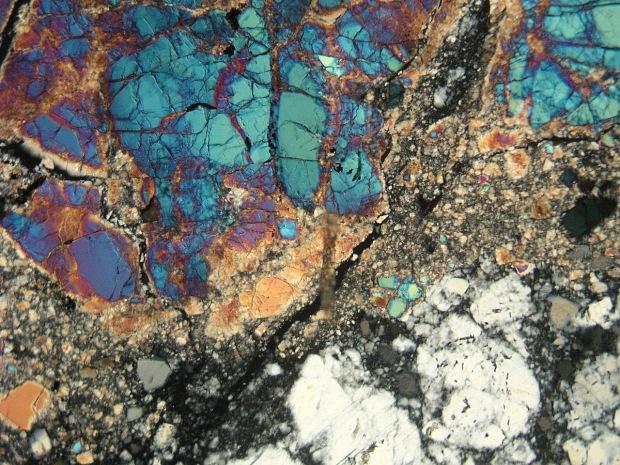 تصویری از سنگهای ماه که از ماموریت آپولو 17 به زمین آورده شده است.