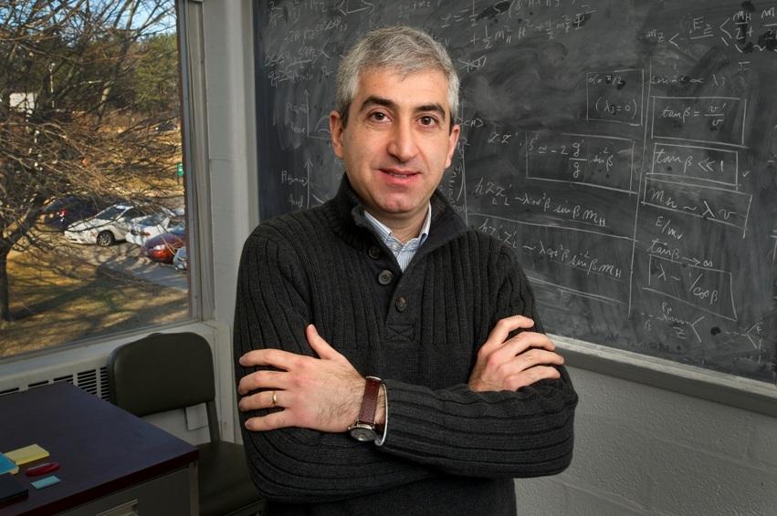 تصویری از هومن داوودی اصل، سرپرست آزمایشگاه ملی بروکهاون