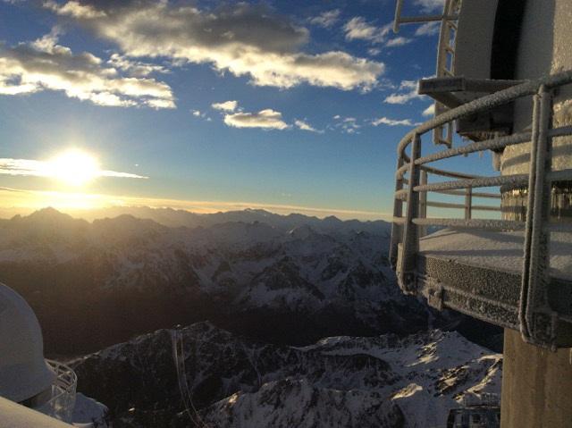 """مشاهدات انجام شده با تلسکوپ 2.0 متری برنارد لیوت(Bernard Lyot)در رصدخانه ی پیک دو میدی درفرانسه، نشان می دهد که """"کاپا ستی""""، یک ستاره ی خورشید مانند با سِن 400-600 میلیون سال می باشد."""