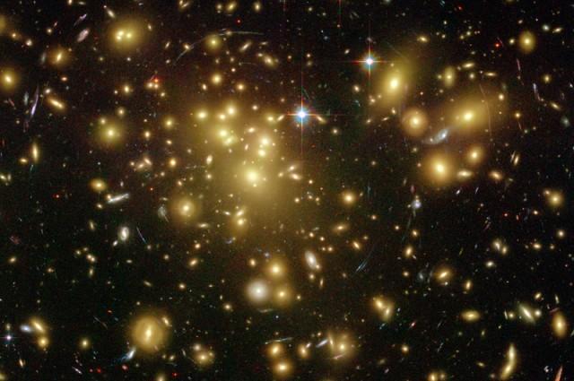 تصویری از خوشه ی کهکشانی آبل 1689
