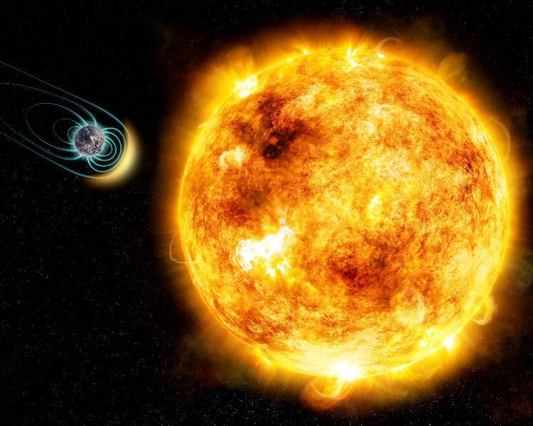 در تصویر، ستاره ی جوان خورشید مانند کاپا ستی، با لکه های خورشیدی بزرگ، نمایش داده شده که نشانه ای از سطح بالای فعالیتهای مغناطیسی آن می باشد. تحقیقات جدید نشان می دهند که بادهای ستاره ای آن، 50 برابر قویتر از خورشید ماست. به عنوان یک نتیجه، هر سیاره ی زمین مانند برای محافظت از اتمسفرش و قابل سکونت بودن، به یک میدان مغناطیسی نیاز دارد. اندازه فیزیکی ستاره و سیاره و فاصله بین آنها در تصویر،به مقیاس نمی باشد.