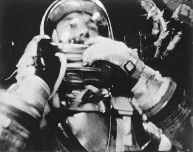 تصویری از فضانورد آلن شپرد نخستین آمریکایی که در 5 می 1961 به فضا رفت.