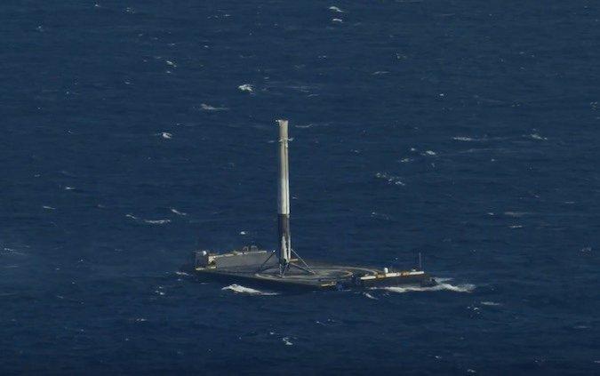 تصویری از فرود موفق موشک فالکون 9 روی سکوی شناور