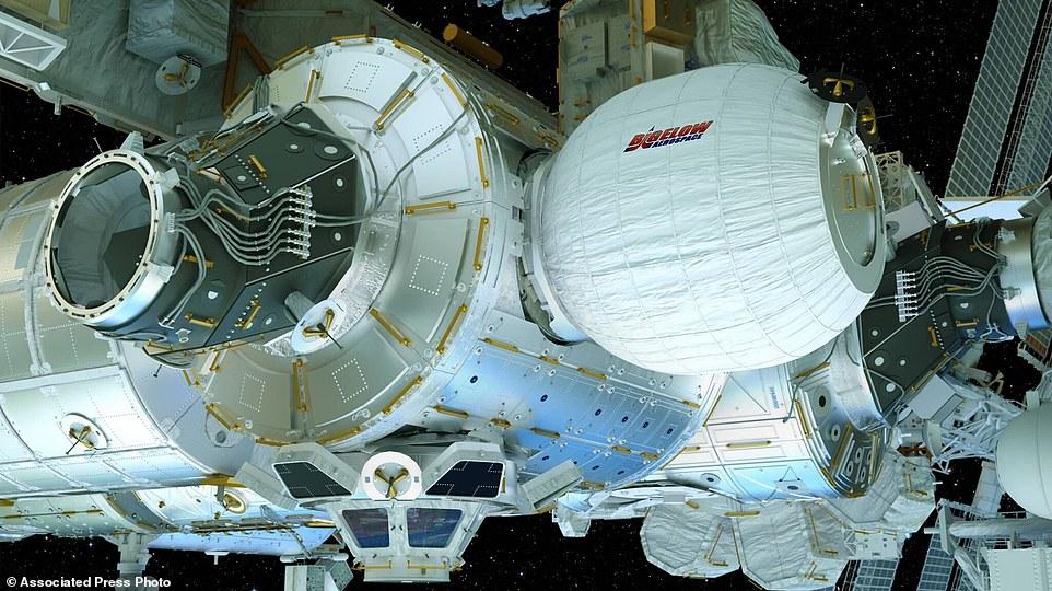 ماژول باد شدنی بیگلو پس از اتصال به ایستگاه فضایی به این شکل دیده می شود.