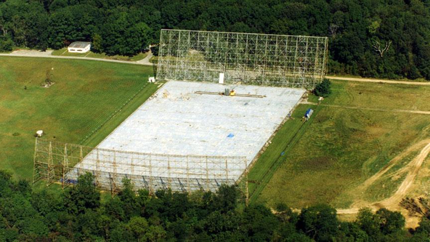 رصدخانه Big Ear یا گوش بزرگ، در زمین های دانشگاه اوهایو وسلی، از سال 1963-1998 اداره می شد. این رصدخانه بخشی از جستجوی طولانی مدت دانشگاه ایالتی اوهایو برای برنامه جستجوی هوش فرازمینی(SETI) بود. رصدخانه در سال 1998 برای ساخت یک زمین گلف تخریب شد.