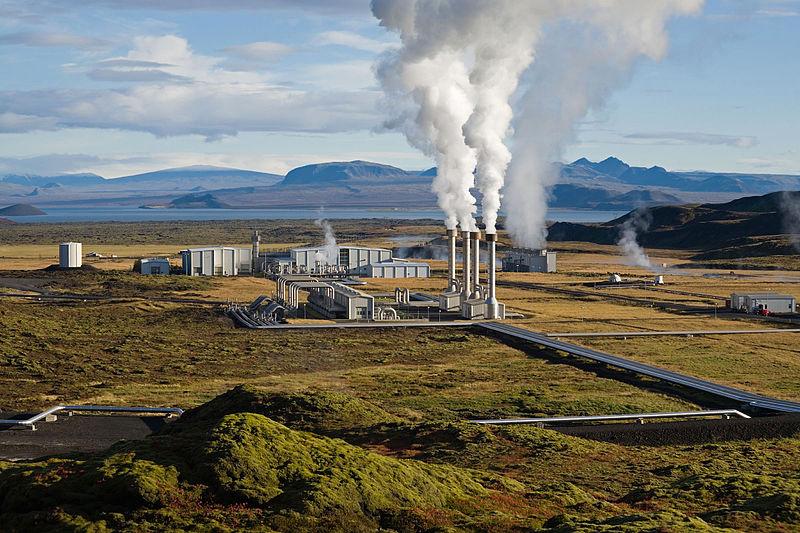 تصویری از نیروگاه زمین گرمایی نسیاولیر در ایسلند