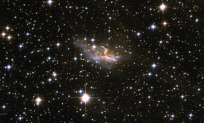یک کهکشان به گستردگی حدود 30،000 به 100،000 سال نوری را مشاهده می کنید در حالی که هاله ی گازی اطرافش می تواند گستردگی تا یک میلیون سال نوری هم داشته باشد.
