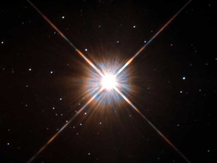 تصویری از ستاره ی پروکسیما قنطورس که تلسکوپ فضایی هابل به ثبت رسانده