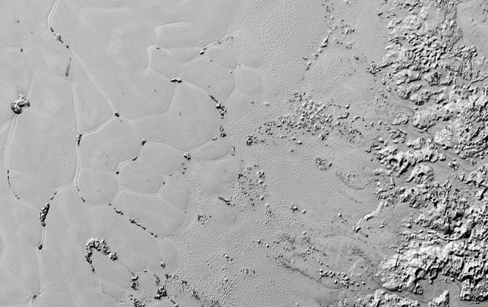 تصویری از چند ضلعی های اسپاتنیک پلانوم بر سطح پلوتو که توسط فضاپیمای افق های نو ثبت شده است.