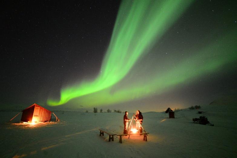 نمایی از شفق قطبی در روستانی بجورکلیدن - سوئد