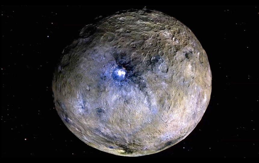 تصویر رنگ کاذب از سیاره کوتوله سرس که کاوشگر سپیده دم به ثبت رسانده است.