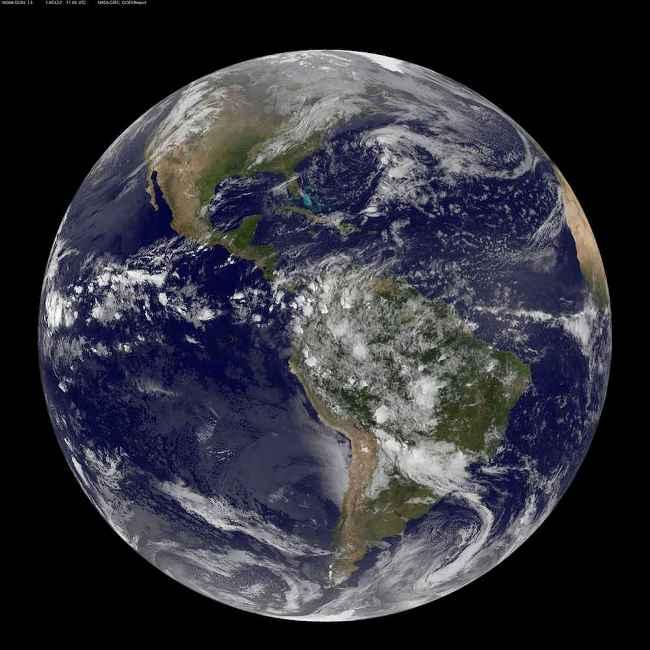 زمین کاملا جای آبکی است. نمایی از سیاره آبی ما که توسط ماهواره NOAA در سال 2014 ثبت شده است.