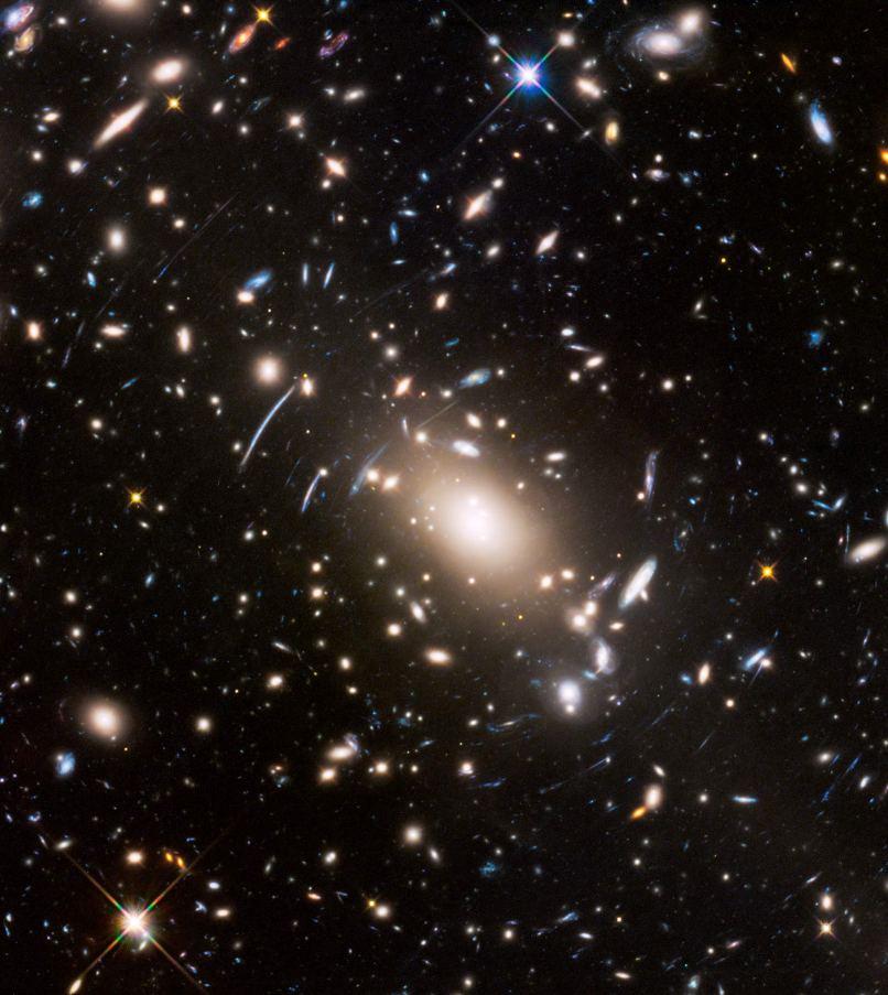 تصویری از خوشه ی کهکشانی آبل s1063 و همگرایی گرانشی ایجاد شده