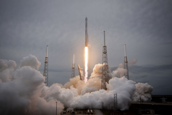 launch-of-falcon-9-carrying-crs-3-dragon