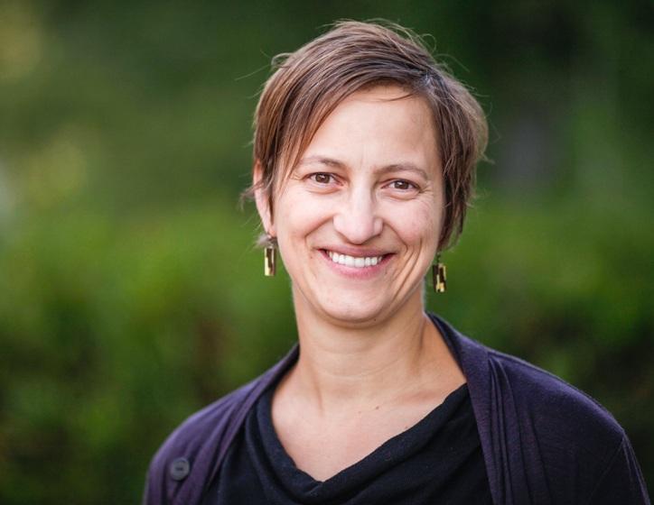 """""""ریسا وکسلر"""" اختر فیزیکدان و استاد فیزیک"""