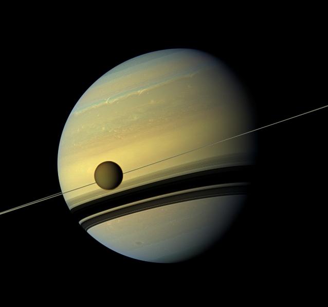 نمایی از سیاره ی زحل در رنگ طبیعی