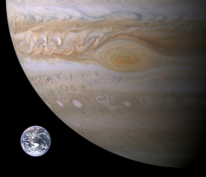 زمین در مقایسه با لکه ی طوفانی سیاره ی مشتری