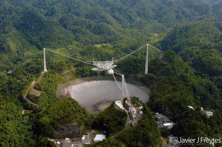 تصویری از رصدخانه رادیویی آرسیبو