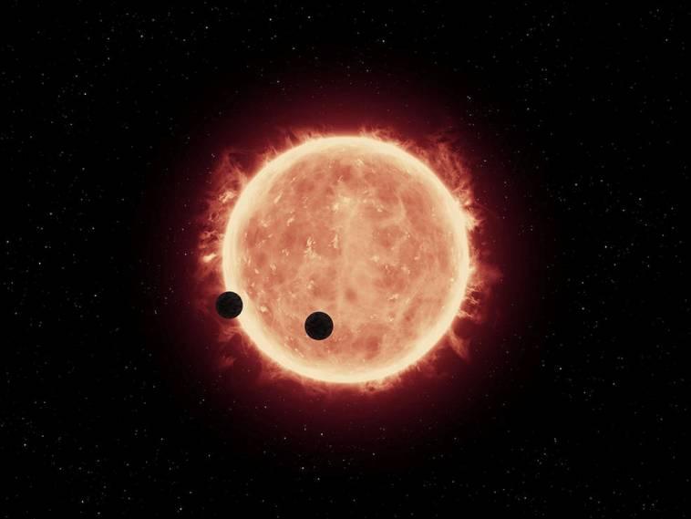 تصویری هنری از سیارات فراخورشیدی TRAPPIST-1b و TRAPPIST-1c