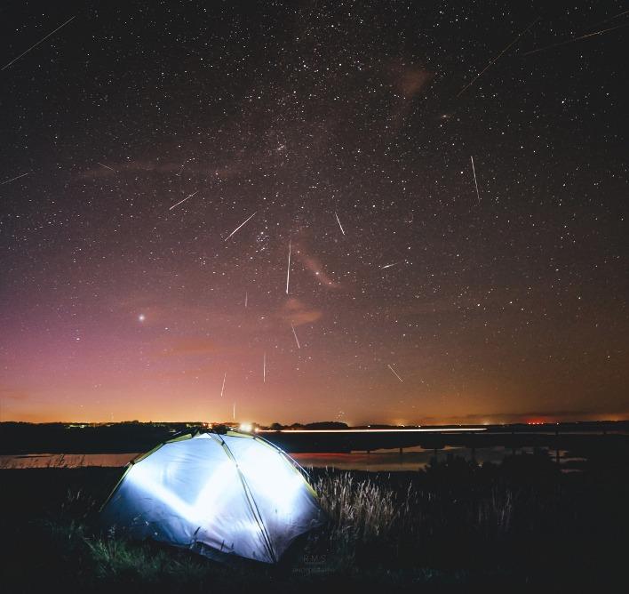 موقعیت بارش شهابی به سمت شمال شرق آسمان در صورت فلکی برساوش میباشد.